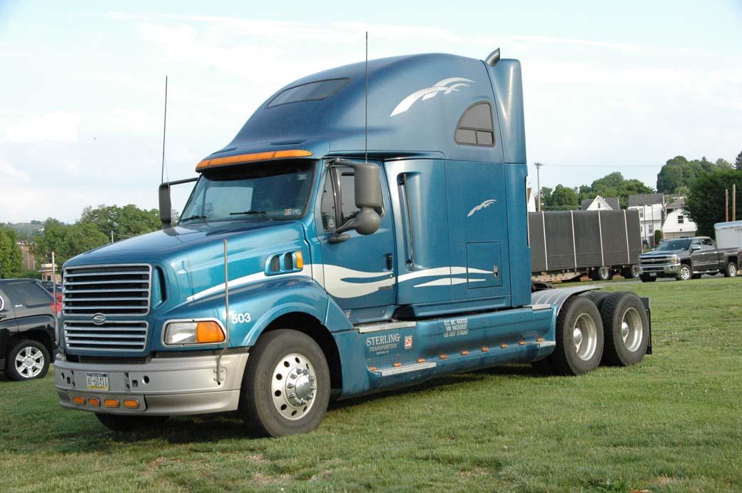 Tractora Sterling, idónea para el largo recorrido, por su buena aerodinámica y gran sleeper.