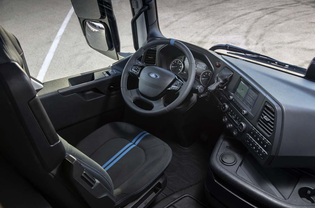 Puesto de conducción del Ford F-MAX Blackline.