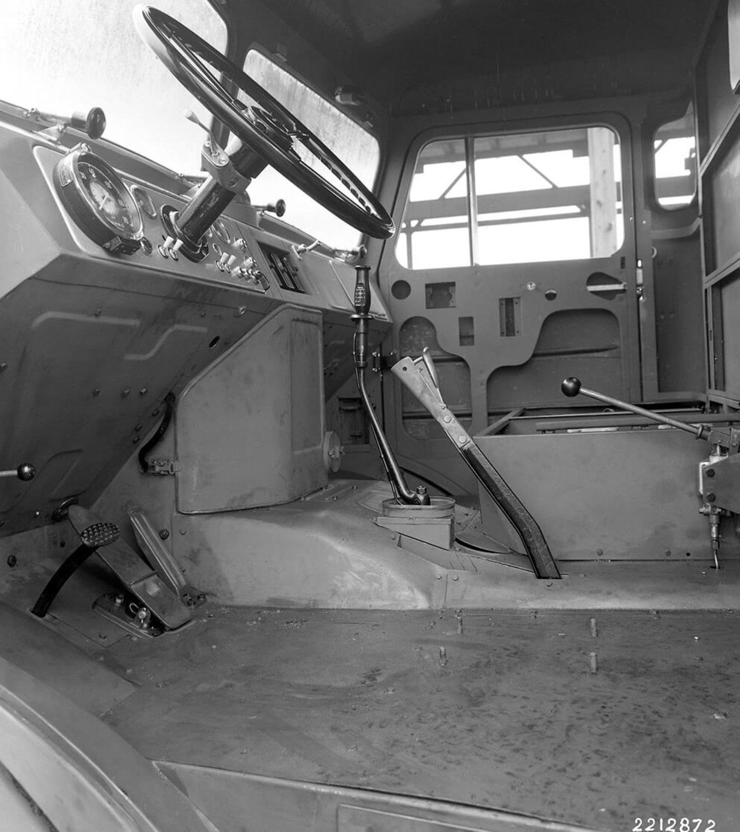 El compacto motor V8 de los MAN F8 permitía que el interior de su cabina fuese despejado y espacioso.