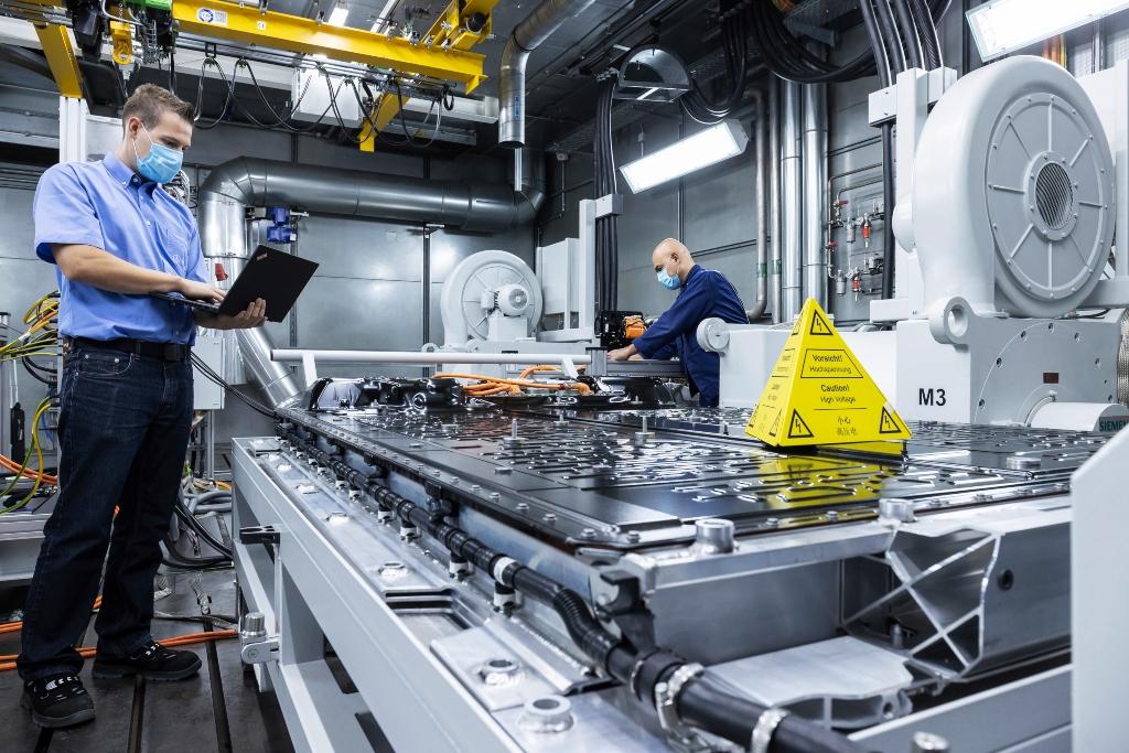 Mercedes-Benz se prepara para el futuro