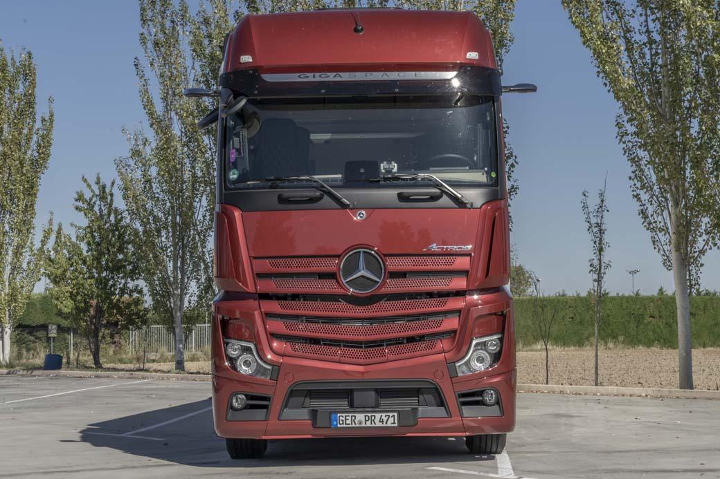 El Mercedes Benz Actros V generación sin espejos 1863 LS destaca por sus excelentes prestaciones y equipamiento además de consumos muy contenidos.