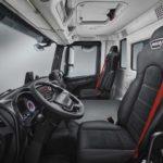 Interior de la cabina y puesto de conducción del IVECO T Way.