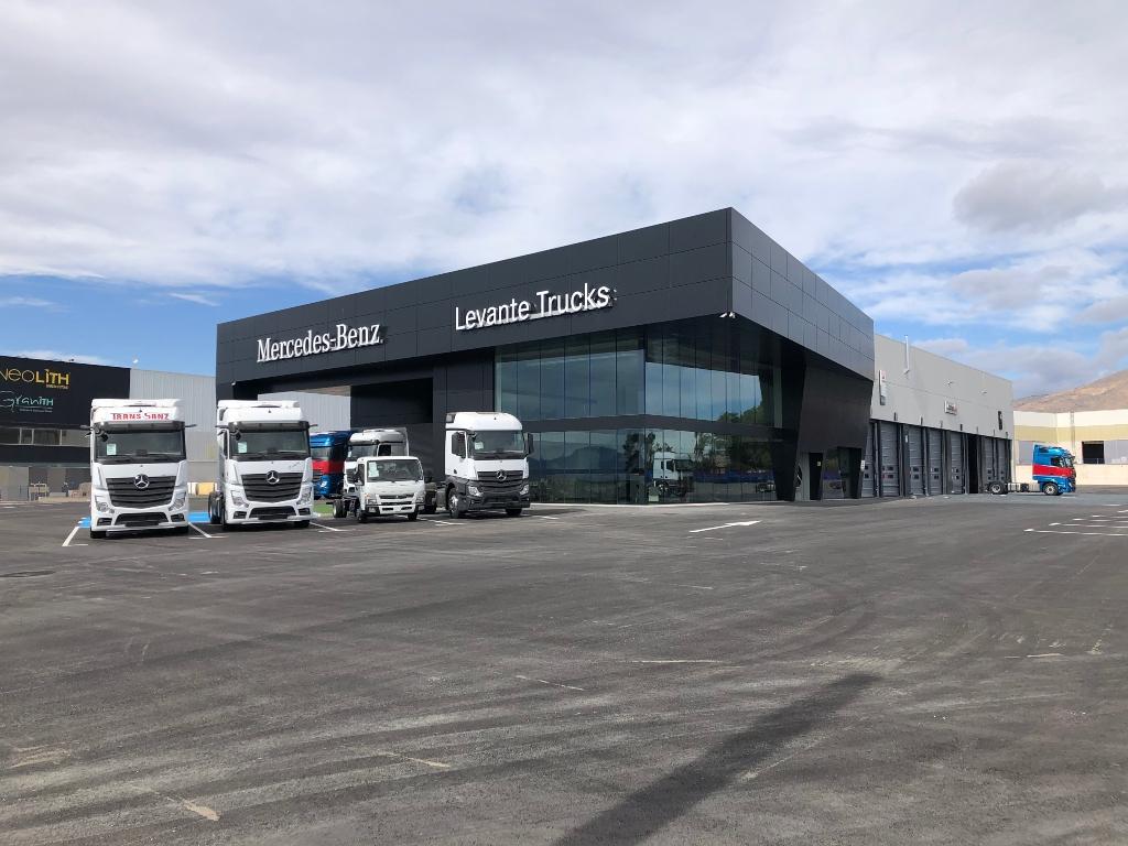 La segunda marca, contabilizando rígidos pesados y tractoras, en el mercado español de camiones fue Mercedes Benz con 746 matriculaciones.