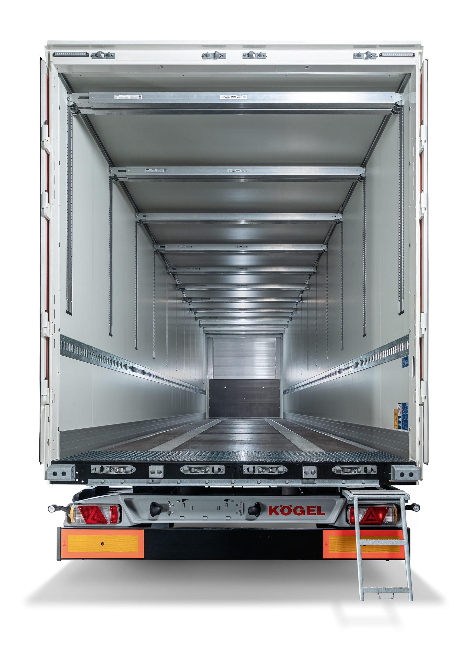 Los furgones Kögel Box pueden equipar barras de carga para equipar doble piso de carga.