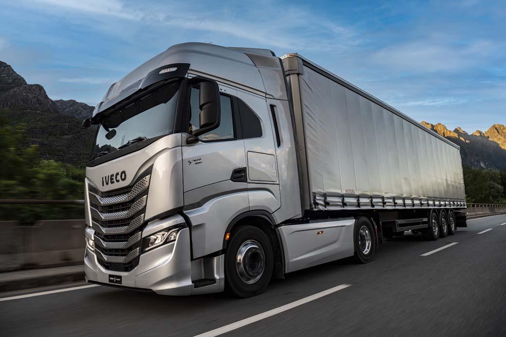El IVECO S-WAY incorpora nuevos motores Euro 6 Cursor 13 de 490 y 530 CV de potencia máxima.