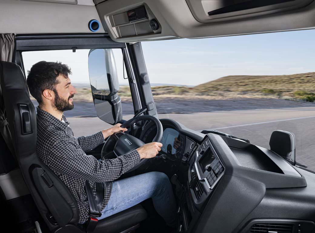 Puesto de conducción del IVECO S-WAY versión 2021.