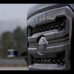 Sistema autónomo de Ford Trucks para aparcar autónomamente en marcha atrás con trailer haciendo la maniobra en L.