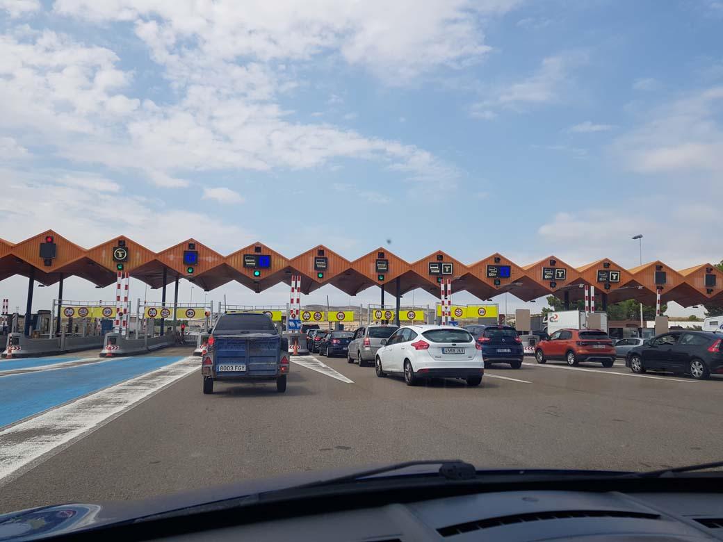La última jornada de cobro en el Peaje de la Ap2 en los Monegros fue de máximo tráfico.
