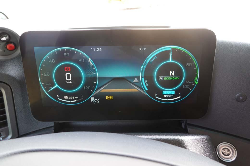 El indicador de la derecha nos marca si consumimos o recargamos electricidad es nuestro modo de obtener la máxima autonomía.