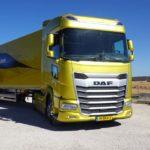 Conducimos un camión DAF XG 450con motor PACCAR MX11 de 450CV y espejos retrovisores.