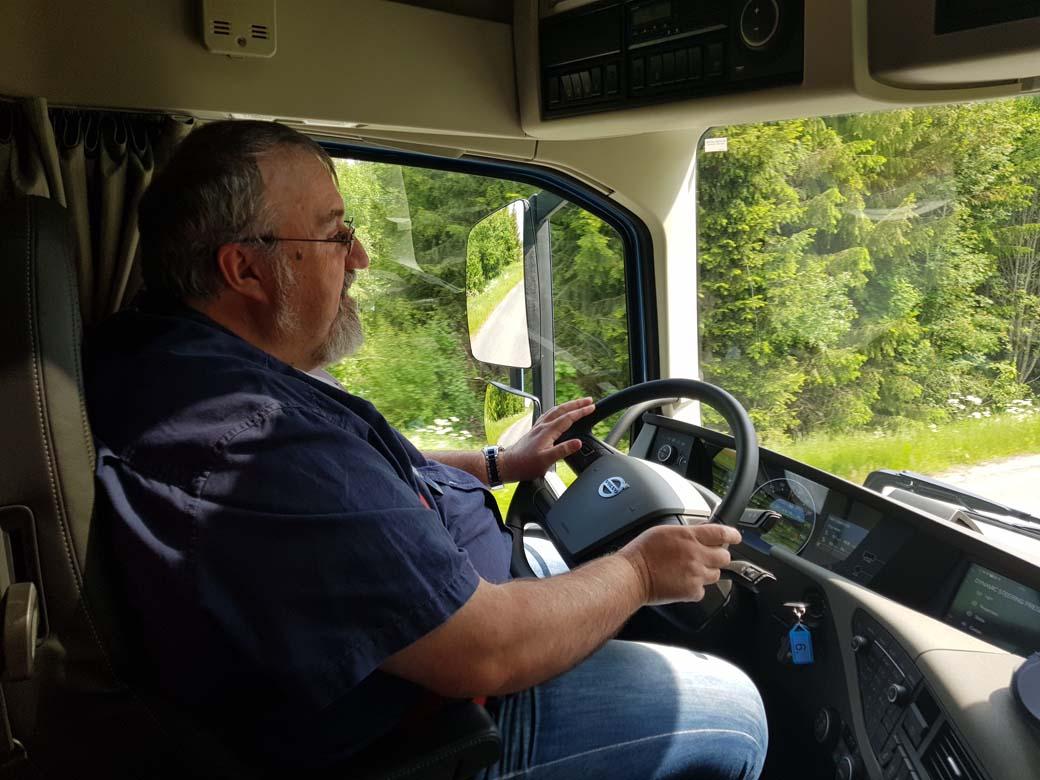 La mayor parte de los camioneros encuestados sólo recomendarían ser conductor profesional de camiones como último remedio frente al paro.